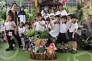 2014 - Reception Year IPC Field Trip to Katsura Nursery